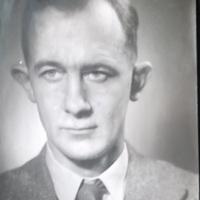AP205b Arthur's portrait photo 1952.jpg