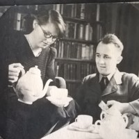 AP203 Arthur Prior in uniform having tea with Mary in 1944.jpg
