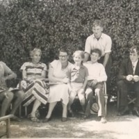 AP243 Arthur, Vera Pappé, Mary, Ann, Martin and two unknown.jpg